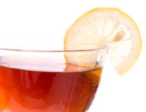 Bordo della tazza trasparente con tè ed il limone Immagine Stock