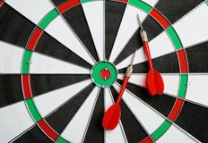 Bordo di dardo con le frecce di colore, vista superiore fotografia stock libera da diritti