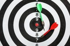 Bordo di dardo con le frecce di colore, vista superiore immagini stock libere da diritti