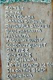 Bordo di legno del menu della bevanda nella barra del cocktail Lista del cocktail nel menu del ristorante Immagine Stock Libera da Diritti