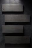Bordo di legno a fondo nero Immagini Stock