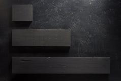 Bordo di legno a fondo nero Immagine Stock