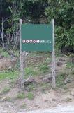 Bordo di legno in foresta Immagini Stock Libere da Diritti