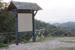Bordo di legno in montagna Fotografia Stock