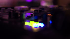 Bordo di miscelazione del DJ stock footage