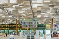 Bordo di partenza nell'aeroporto di Changi Partenza Hall Singapore Fotografie Stock Libere da Diritti