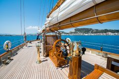 A bordo di un yacht sul mare ionico immagini stock libere da diritti