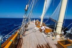 A bordo di un yacht sul mare ionico fotografia stock libera da diritti