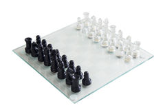 Bordo di vetro del gioco di scacchi un i pezzi Immagini Stock Libere da Diritti