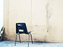 Bordo e sedia nella stanza di arte Fotografia Stock