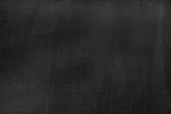 Bordo nero con le tracce di gesso sopra la sua superficie come fondo fotografie stock