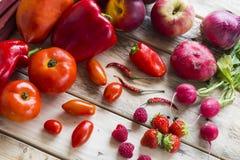 Bordo rosso della verdura e della frutta Immagine Stock Libera da Diritti