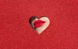 Bordos de uma mulher bonita nova com um batom vermelho fotografia de stock royalty free