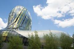 Bordowie, nowela Aquitaine, Francja/- 06 20 2018: Bordoski nowy Cytuje Du Vin który obwieszczał Guggenheim mayor Alain Juppé Fotografia Stock