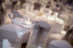 Bordsuppsats med den tända stearinljuset Royaltyfri Foto