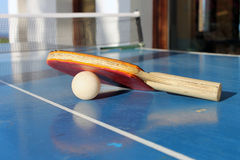 Bordtennis eller knackar pong Arkivfoto