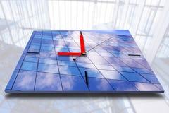 Borduhr auf Geschäftsarchitekturhintergrund Lizenzfreie Stockfotos