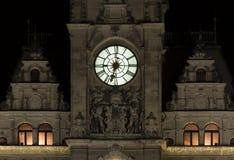 Borduhr auf Kontrollturm Lizenzfreie Stockfotos