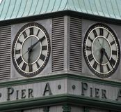 Borduhr auf Pier ein Kontrollturm, Batterie-Park, New York City Lizenzfreie Stockfotos