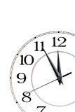 Borduhr, die Zeit über zwölf getrennt zeigt Stockfoto