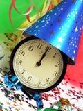 Borduhr im Party-Hut Stockfotos
