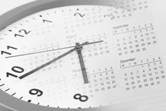 Borduhr und Kalender Stockfotos