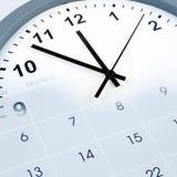 Borduhr und Kalender Stockfotografie