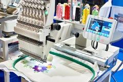 Borduurwerk industriële machine stock fotografie