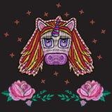 Borduurwerk leuk patroon met fantasieeenhoorn Stock Afbeelding