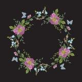 Borduurwerkkroon van bloemen Royalty-vrije Stock Afbeeldingen