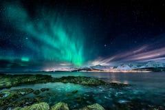 Borealis αυγής κατάπληξης - βόρεια φω'τα στοκ εικόνες