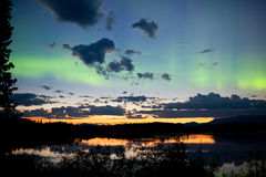 Borealis αυγής θερινών βόρεια φω'των μεσάνυχτων Στοκ Εικόνες