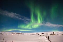 borealis αυγής στο άσπρο τοπίο χιονιού Στοκ Φωτογραφία