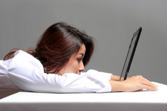 Bored businesswoman with a laptop Royalty Free Stock Photos