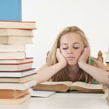 Bored en vermoeide student na het harde werk Stock Fotografie