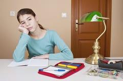 Bored jonge vrouw stock afbeelding