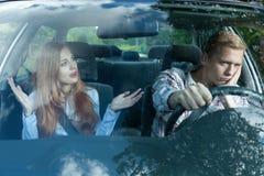 Bored mens in een auto Royalty-vrije Stock Afbeeldingen