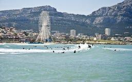 Borely海滩,马赛,法国的冲浪者 免版税库存照片