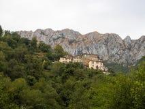 Borgata av hus ovanför byn av Cardoso Stazzema i Alta Versilia Arkivbilder