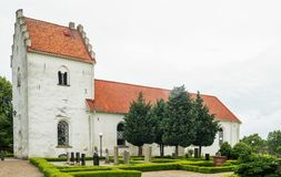 Borgeby-Kirche in Sommerzeit skane Stockbilder
