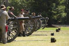 borgerlig kriger beträffande enactmentbrand för 16 kanon Arkivbilder