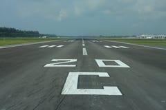 borgerlig landningsbana för flygplats Arkivbild