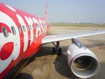 Borgerliga flygplan som parkerar på den Tan Son Nhat International flygplatsen Royaltyfria Bilder