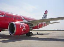 Borgerliga flygplan som parkerar på Mandalay den internationella flygplatsen Royaltyfria Bilder