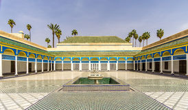 Borggård av den Bahia slotten i Marrakesh - Marocko arkivfoton
