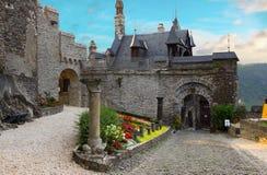Borggård av den imperialistiska slotten i Cochem Royaltyfri Fotografi
