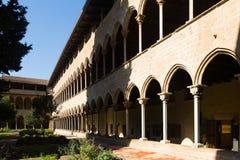 Borggård av den Pedralbes kloster på Barcelona Arkivbilder