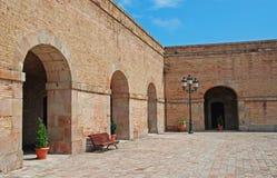 Borggård av det Montjuic slottet Arkivfoto