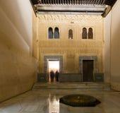 Borggård av förgyllt rum på den Comares slotten, Alhambra Arkivfoton