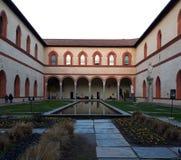 Borggård av Milan Sforza Castle fotografering för bildbyråer